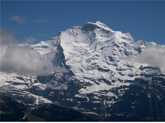 융프라우(Jungfrau, 스위스 베른주,  4,158미터).jpg